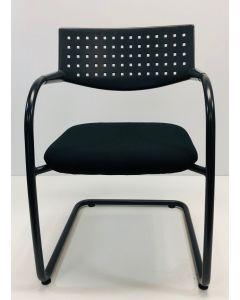 Vergaderstoel bijzetstoel Vitra Visavis zwart nieuwe stof